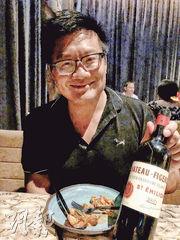 亞洲金融界星級律師在中環剛開不久的世界知名秘魯餐館 Ichu 請吃飯,想不到追捧時尚人士眾多一早座無虛席。雖然說開瓶費昂貴,自己帶酒還是除笨有精。我帶的是這款另類的 Saint Emilion, 酒商介紹的,年份好不好聽天由命啦。