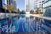 匯璽首期會所室內外面積合共逾18萬方呎,設有長約50米的室外泳池。(劉焌陶攝)