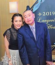 華置大股東劉鑾雄(右)及妻子、華置執董陳凱韻(左)多次買入恒大股票;華置昨公布公司持有的恒大股份錄得未變現收益66億元,較前一年減少33.3%。