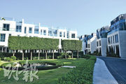 屋苑有大量綠化空間,其中Central Garden位處屋苑的中心位置,設有圓形水池等。