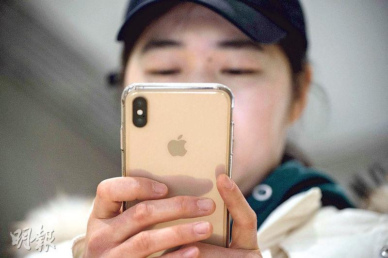 蘋果在內地多個銷售渠道對多款iPhone大減價,相信是要刺激農曆新年前的銷情。(法新社)