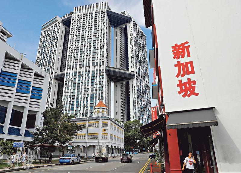 新加坡在1980年代起積極填海造地,興建單位面積近千呎的組屋,讓逾八成人口能安居樂業。(資料圖片)