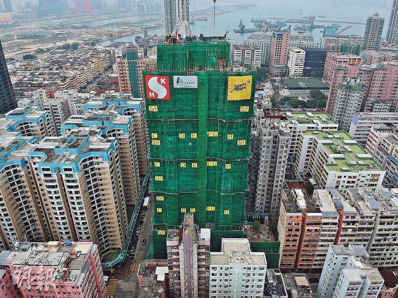 樓盤較鄰近物業為高,部分單位或可遠眺海景。(劉焌陶攝)