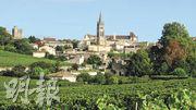 來波爾多逛酒莊的人,都會好像我一樣吧,喜歡住在右岸中世紀古城Saint-Émilion,有甚麼比在古老狹窄小道上的酒窖流連、在古色古香的小餐館高談闊論時,光陰溜走得更快呢?