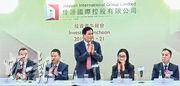 佳源在上周股價插水後,周末急邀請投資者參與昨日(21日)的午餐會,大股東兼主席沈天晴(中)及行政總裁卓曉楠(右二)均有列席。