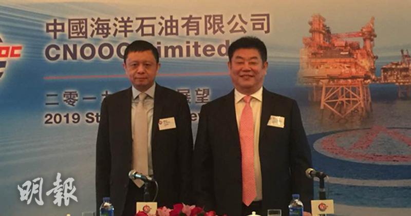 左起:中海油首席財務官謝尉志、首席執行官袁光宇。