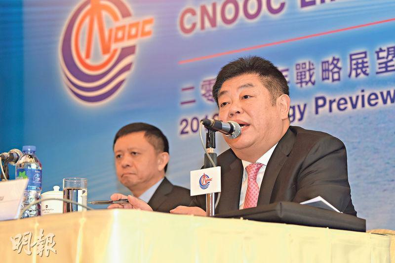 中海油今年產量目標4.8億至4.9億桶油當量,比去年略增。圖為中海油首席執行官袁光宇(右)與首席財務官謝尉志(左)。(中通社)