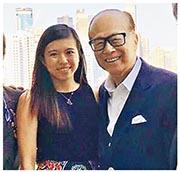 李嘉誠(右)家族第三代以往絕少曝光,僅於2017年流傳出李嘉誠及其孫女(左)現身馬場並合照。(資料圖片)