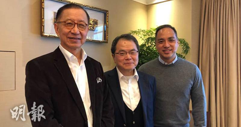 梁伯韜(中)認為,應落實港股通全流通,做好投資者教育圖。圖左為羅嘉瑞;右為香港上市商會總幹事黃偉明。