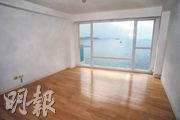 主人套房落地玻璃窗可享海景。