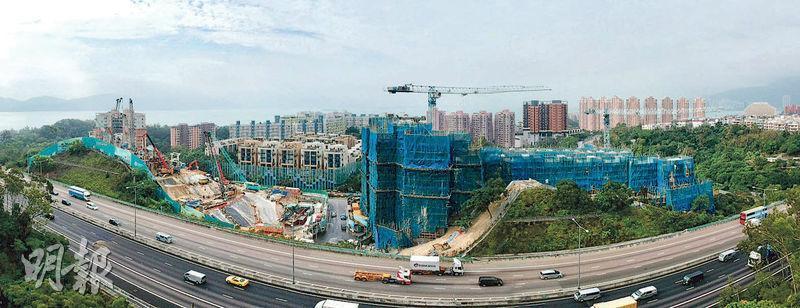 項目位於青山公路大欖段,毗鄰屯門公路及新地長實小秀項目。(劉焌陶、黃志東攝)