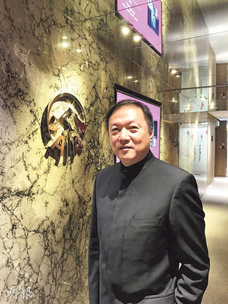 友邦香港及澳門首席科技及營運官葉文傑表示,現時趕緊為15000名保險從業員就自願醫保作培訓;又稱為方便舊客戶參與,部署網上填表等方式。