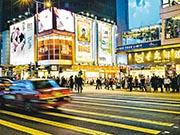 新春長假期內地訪港遊客較去年增逾三成,綜合業界反映,奢侈品及化妝品等傳統旅遊零售店舖人流按年升一至兩成,惟「旺丁不旺財」,消費單價繼續下滑。(法新社)