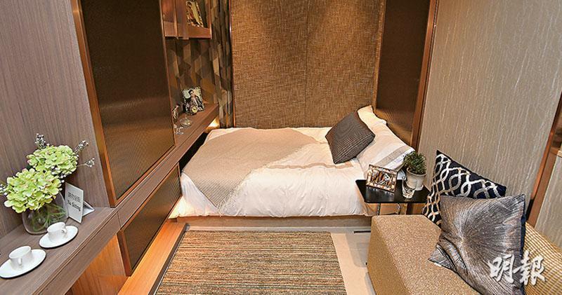 發展商開放AVA228一個實用203方呎的18樓A室示範單位予公眾參觀,單位雖寬近2.5米,可放置睡牀、衣櫃、迷你梳化等,但已無太大空間放置其他家具。
