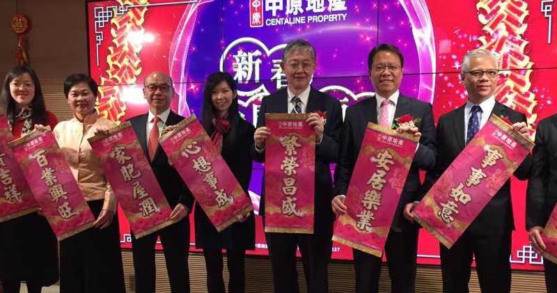 施永青(右3)、施慧勤(右4)。甘潔瑩攝