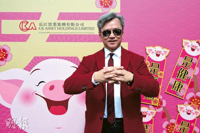 趙國雄本周向傳媒宣布新一年賣樓計劃,他表示中美貿易談判仍有陰霾,希望盡快「撥開濃霧見青天」,今年樓價預料仍有機會下調約10%。