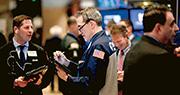 中美貿易談判前日結束,將於本周再續,雙方皆表示會議取得實際進展,帶動上周五美股大升,道指和標普500指數皆升逾1%。(法新社)
