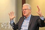 金界控股主席Timothy McNally表示,柬埔寨政局穩定、經濟保持增長,加上更多航線往來,有望吸引更多中國內地旅客到訪,預算到2025年,每年到訪的中國內地旅客有望增至500萬人,支持集團賭場及當地旅遊業發展。(李紹昌攝)