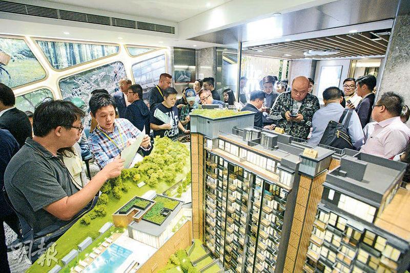 作者指地產商繼續看好後市不會不賣樓,現在有新樓空置稅,如果不賣樓,隨時要繳付新樓空置稅。