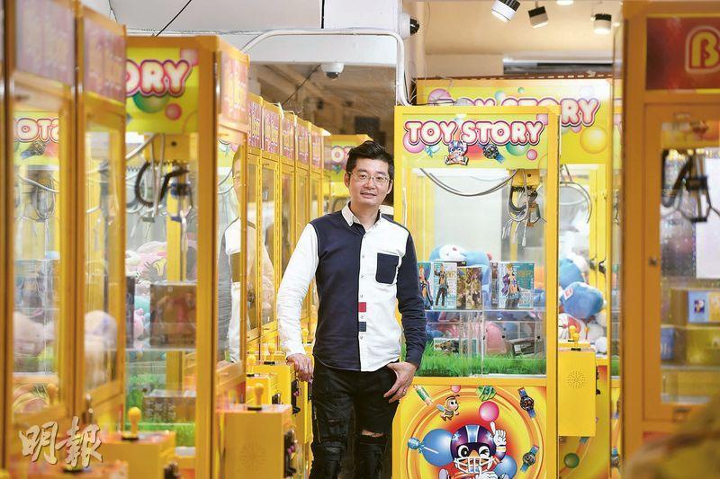 (圖、圖2)Big Bear老闆蔡榮欽表示,目前已承租10個核心區商舖經營夾公仔機,期望今年底前再增設多20間分店。(鄧宗弘攝)