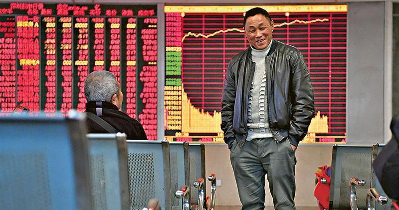 外資繼續湧入A股,今年滬深股通淨買入A股金額已達千億元,昨日內地主要指數分別大升2%至4%,滬深兩市成交更創10個月新高。(中新社)