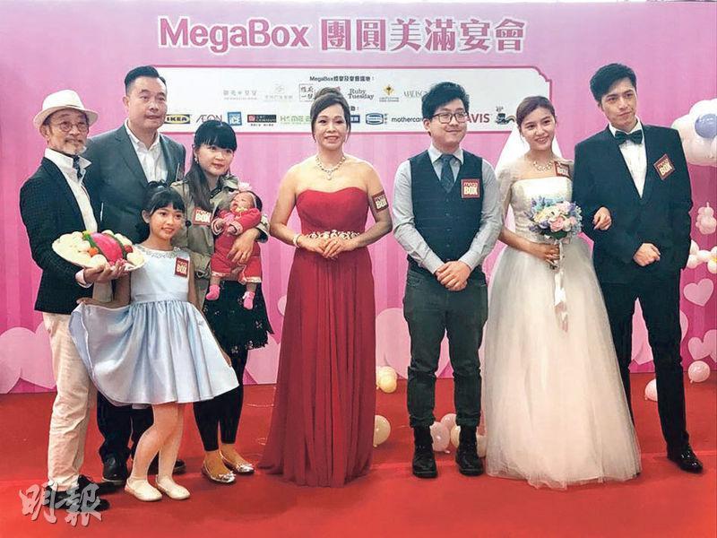 MegaBox 總監文靜芝(右四)表示,市場對宴會餐飲服務需求與日俱增,故推出推廣優惠,希望吸引更多客戶到場內舉辦宴會。(張允亭攝)
