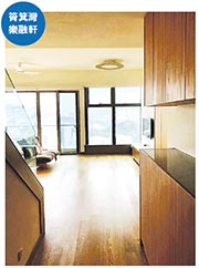 由少爺占妻冼燕珍名義持有的樂融軒頂層特色戶,目前於市場以6.8萬元放租,實用呎租約55.5元。(代理提供)