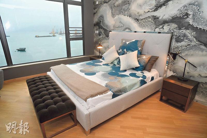 藍塘傲首開現樓洋房示範單位﹕藍塘傲8號洋房,實用面積3518方呎,位於3樓的主人睡房外連露台,可享將軍澳南海景。(劉焌陶攝)