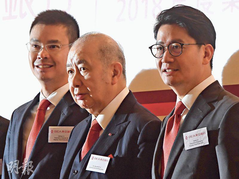 東亞主席兼行政總裁李國寶(中)表示,集團現時沒有回購計劃。(劉焌陶攝)