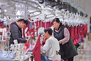 2月財新中國製造業採購經理人指數(PMI)錄得49.9,好過市場預期的48.5。圖為晉江市製衣工廠。(新華社)