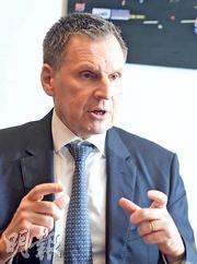 百達Christophe Donay認為,美國今年經濟增長料放緩到2%至2.5%,若聯儲局今年再加息,勢進一步遏抑經濟增長,因此他估計今年聯儲局不單不會加息,有需要時更會調整縮表步伐增加市場流動性。(劉焌陶攝)