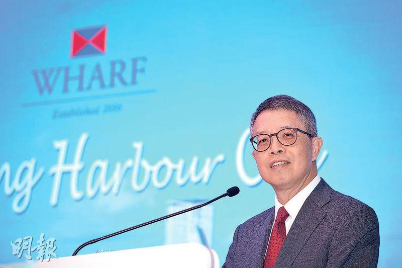 九龍倉置業主席兼吳天海稱,今年1月份海港城零售比去年佳,按年增逾10%。(鄧宗弘攝)