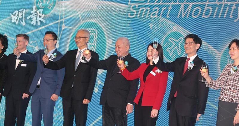 右3為Alipay Payment Services行政總裁陳婉真、右4為長和聯席董事總經理霍建寧(李紹昌攝)