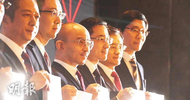 華興資本聯席首席財務官姜山(左二)提出辭職。