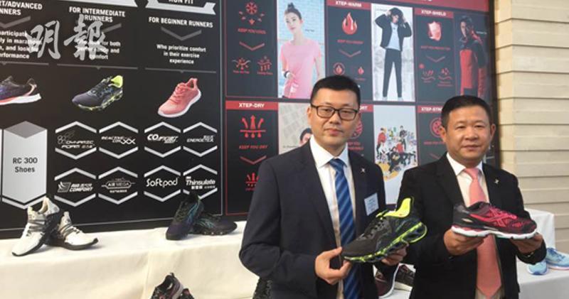 特步首兩月銷售可延續去年表現 今年目標開200至300間店。左起:特步首席財務官楊鷺彬、主席兼行政總裁丁水波。