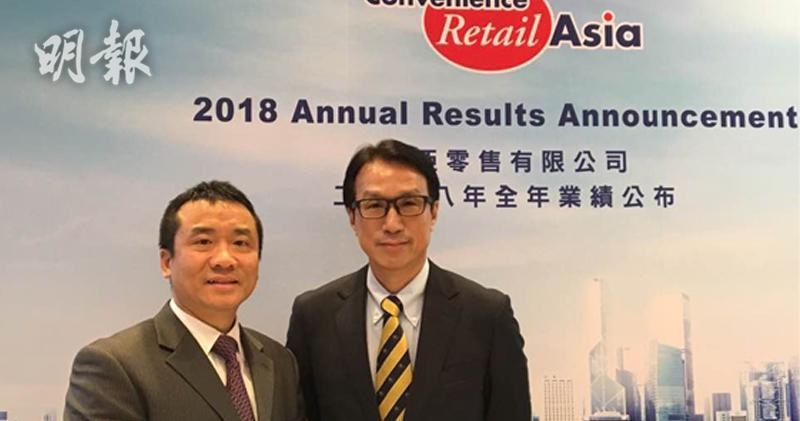 利亞零售(0831)行政總裁楊立彬(右)。