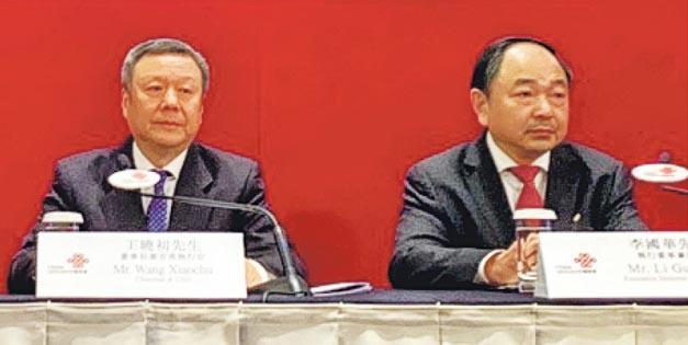 聯通董事長王曉初(左)稱,目前以非獨立組網形式測試,5G投資巨大,歡迎和業界及其他產業共享資源及分擔成本。(李哲毅攝)