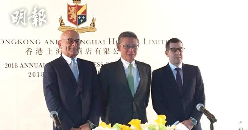 左起:大酒店營運總裁包華、行政總裁郭敬文、財務總裁馬修(蕭嘉聰攝)