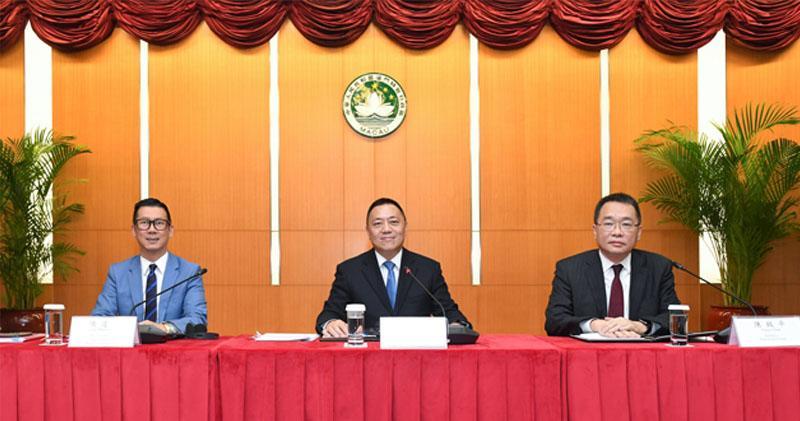 陳達夫(左)梁維特(中)(網上圖片)