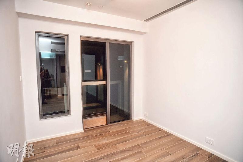 The Carmel 1房戶客飯廳以長方形開則,連接約22方呎露台。(劉焌陶、黃志東攝)
