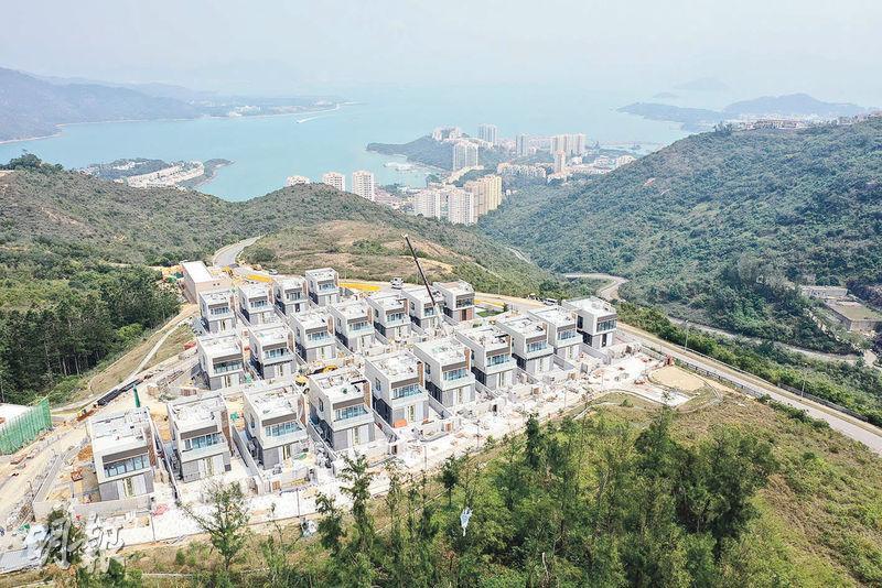 愉景灣另一個洋房項目為第18期,現正待批預售,設21幢洋房,發展商稱,該期將會於今年下半年推售。(賴俊傑攝)
