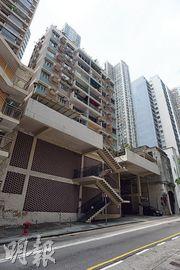 中國奧園披露,西半山羅便臣道63至67號燕貽大廈正申請強拍中,預計在重建後可售建築面積將達5000平方米。