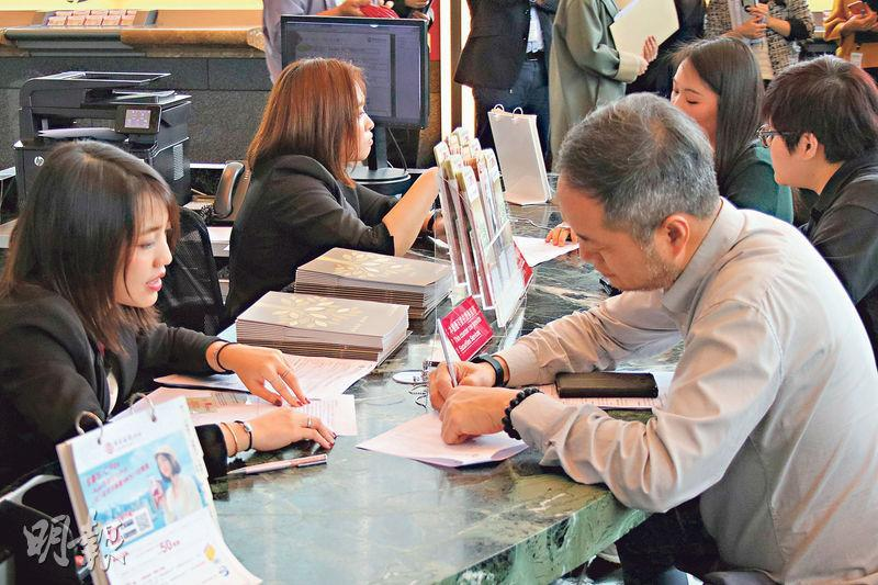 中銀香港昨日推出香港見證開立內地戶口的服務,稱為首家獲內地監管機構批准此服務的銀行。