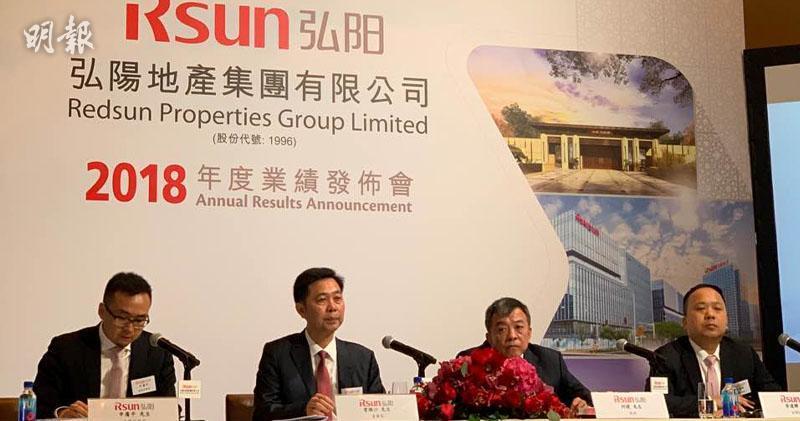 弘陽首席財務官申廣平(左一)、主席曾煥沙(左二)、總裁何捷(右二)、副總經理李達輝(右一)(方楚茵攝)