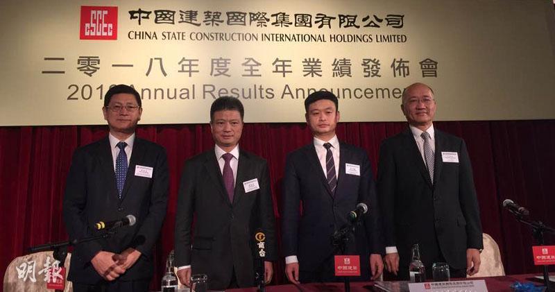 (左起)中國建築財務總監周漢成、主席顏建國、行政總裁張海鵬、執董孔祥兆(陳子凌攝)