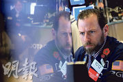 美國國債孳息11年來首次倒掛,10年期孳息低於3個月孳息,觸發經濟衰退憂慮,道指截至今早零時急跌400點。(路透社)