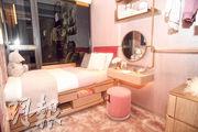 單位其中一間睡房改為兒童睡房,用上鮮色家具。(劉焌陶攝)