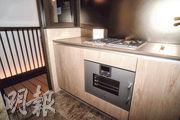 廚房外連16方呎工作平台,亦有助室內通風對流。(劉焌陶攝)