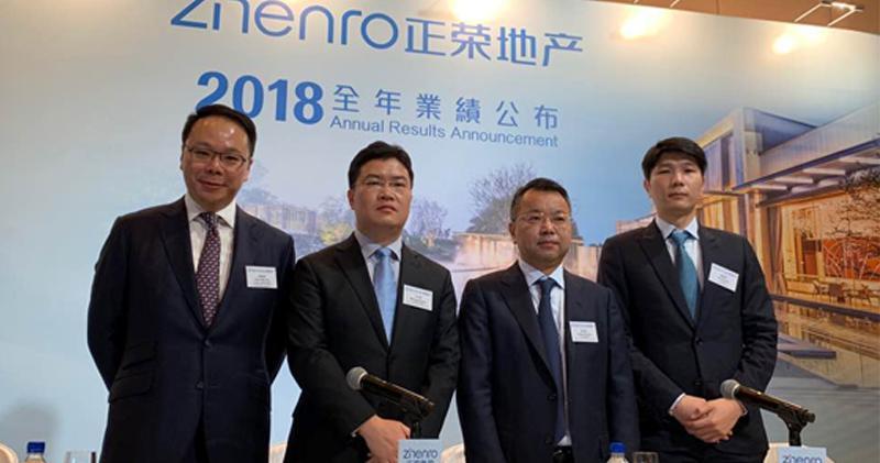 左至右︰正榮財務總監陳偉健、行政總裁王本龍、董事長黃仙枝、非執董歐國偉