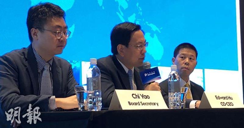 聯席首席執行官胡正國(中)、首席財務官朱壁辛(左)
